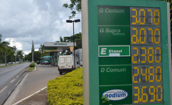 A Petrobras anunciou nessa quinta, 23, que vai reduzir o preço do diesel e da gasolina nas refinarias. Sendo assim, o diesel ficará 4,1% mais barat