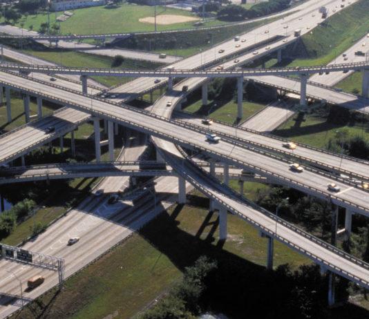 O presidente Jair Bolsonaro sancionou na quarta-feira (11) o pacote de obras e ações de infraestrutura recentemente aprovado pelo Congresso Nacional