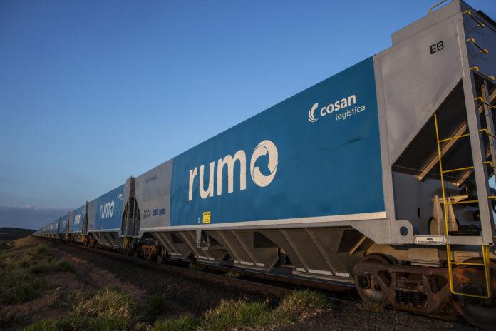 A Rumo Logística assinou, nesta segunda (20), contrato para construção da primeira ferrovia estadual do Mato Grosso. O trecho será no regime de autorização.