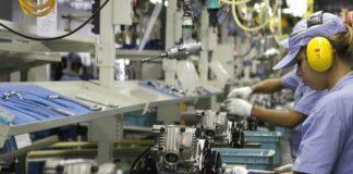 Depois de três meses em queda, a produção industrial brasileira cresceu 0,8% em agosto, na comparação com julho. Os dados são de acordo