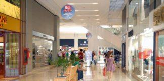 De acordo com levantamento feito pelo SpendingPulse, da Mastercard, as vendas no varejo em lojas físicas caíram 4,4% no primeiro trimestre deste ano.