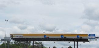 As tarifas de pedágio tem tido quedas constantemente em todo o Brasil. O motivo principal é o descumprimento dos contratos de privatização de melhorias