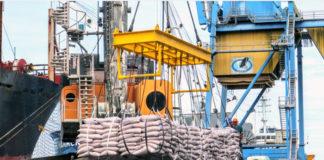 O fluxo de navios nos Portos do Paraná está intenso. Por isso, a quantidade de embarcações atracadas e em operação beira a taxa de 100%