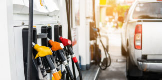 O preço médio da gasolina comum no Brasil subiu 2,76% em janeiro na comparação com o mês anterior. De acordo com levantamento feito pela ValeCard,