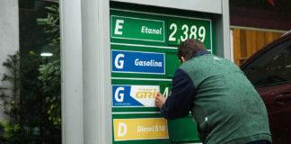 A Petrobras voltou a subir os preços da gasolina e do diesel nas refinarias. A estatal anunciou ontem um aumento de 2,8% no preço da gasolina