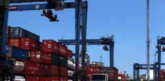 A movimentação de cargas pelo Porto de Santos sofreu recuo de 1,5% neste primeiro trimestre ante o mesmo período do ano passado.