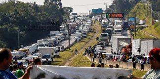 O Ministério da Economia avalia a redução do PIS e da Cofins sobre o diesel. Assim, a ideia é tentar diminuir o valor do combustível para evitar uma nova greve