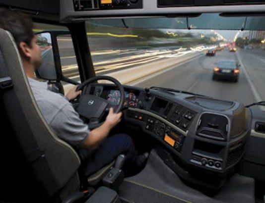 O Projeto de Lei 1953/20 visa criar um auxílio para caminhoneiros e a suspensão temporária de empréstimos. Dessa forma, o Programa de Complementação