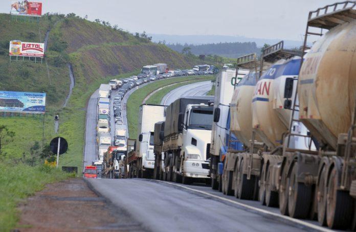 Medidas de incentivo do governo podem prejudicar caminhoneiros autonomos