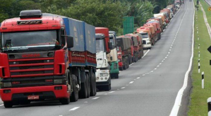 Alguns caminhoneiros que passavam pela cidade de Feira de Santana, Bahia, nessa segunda, 16, relataram falta de informações sobre o coronavírus.