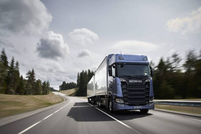 A Scania paralisará a produção de caminhões em ônibus em São Bernardo do Campo (SP). De acordo com a previsão inicial da montadora, a planta