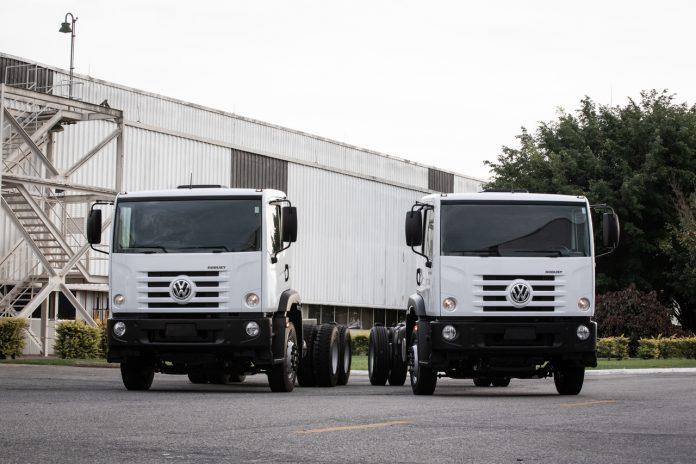 Os caminhões Constellation 24.260 e 17.260 chegam agora para atender pedidos de clientes apostando na logistica operacional de cada um deles.