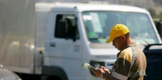 Motorista pode ter salário descontado por multas