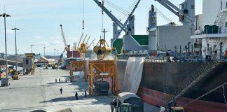Pelo segundo mês consecutivo, as importações superam as exportações pelos portos do Paraná. Assim, em fevereiro, 1.946.654 toneladas de cargas entraram