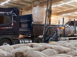 O Ministério da Agricultura anunciou, nesta quinta-feira (2), que a Conab vai rever a metodologia dos custos e preços mínimos do café.