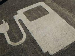 O Japão quer proibir a venda de veículos novos a gasolina ou diesel em 15 anos como parte dos esforços para alcançar a neutralidade de carbono até 2050.