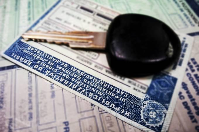 O Detran do Paraná informa que o Conselho Nacional de Trânsito (Contran) revogou a suspensão de prazos para serviços de trânsito, que havia sido determinada