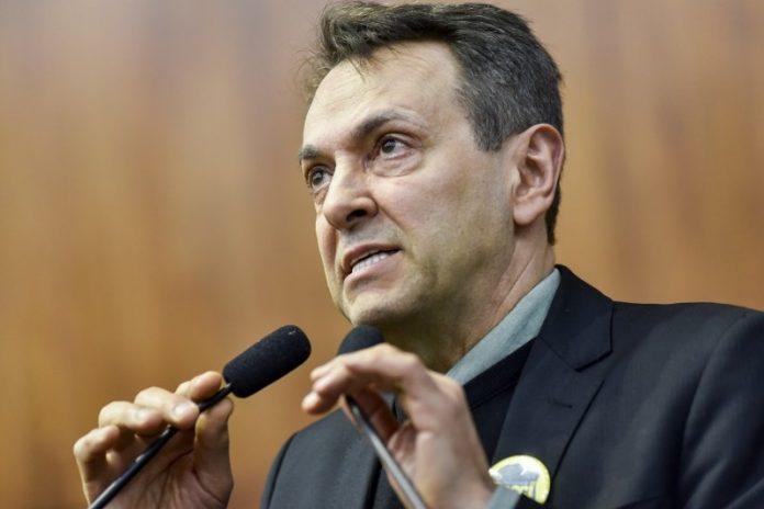 O diretor-geral do Detran doRio Grande do Sul, Enio Bacci, afirmou nesta sexta (21) que o valor pago pela CNH pode diminuir entre 20% e 25% no Estado.