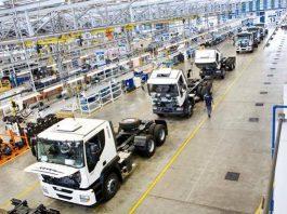 Aprodução industrial brasileira caiu 0,7% em agosto, na comparação com julho. Dessa forma, registrando a terceira retração mensal consecutiva, de acordo com os dados