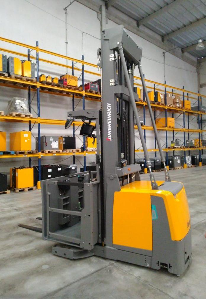 Nova selecionadora vertical EKS 412s Jungheinrich