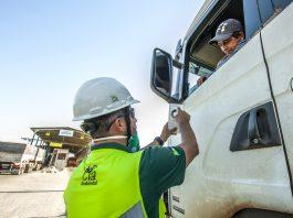 No primeiro semestre deste ano, 2,5 mil caminhões que passaram pelos Portos do Paraná foram monitorados para avaliar a emissão da chamada fumaça preta.