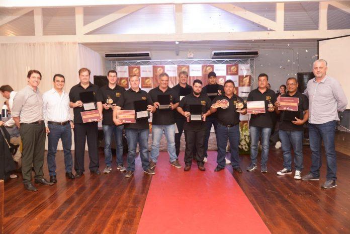 Cooperativa aproveitou as celebrações do dia do motorista, comemorado ontem 25, para premiar os melhores motoristas em premiação.