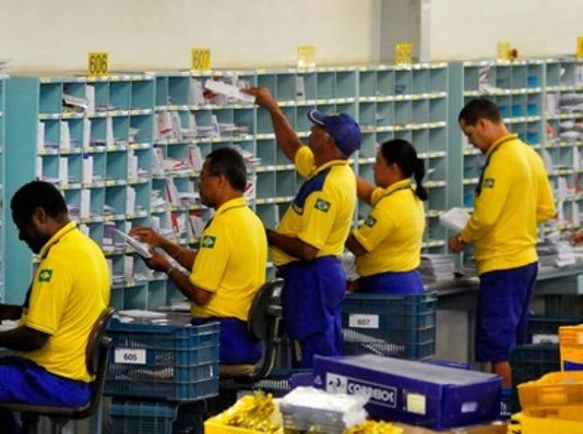 De acordo com decidido em assembleias realizadas ontem, 17, a paralisação de funcionários dos correios está suspensa.