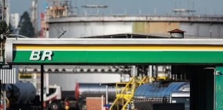 A Petrobras anunciou, ontem (22), que vai manter inalterados os preços do diesel e da gasolina nas suas refinarias.