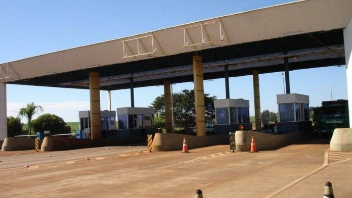 A Justiça Federal do Paraná determinou a redução em 25,77% da tarifa de pedágio cobrada nas praças de pedágio administradas pela Econorte