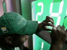 APetrobras elevou os preços médios da gasolina em suas refinarias em 5% a partir desta quarta-feira (30). De acordo com nota da própria companhia