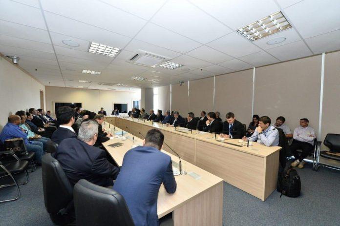 Após o segundo dia dia de reuniões,os transportadores de carga líquida, como combustíveis e derivados de petróleo, alinhavaram o acordo sobre o valor do frete.