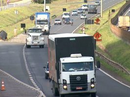 De acordo com a Pesquisa mensal de serviços, realizada pelo IBGE, o volume de serviços de transporte caiu 0,6% em maio.
