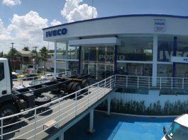 A Iveco acaba de inaugurar uma concessionária em Manaus, a Porto Caminhões. Dessa forma, a montadora amplia sua rede de concessionárias