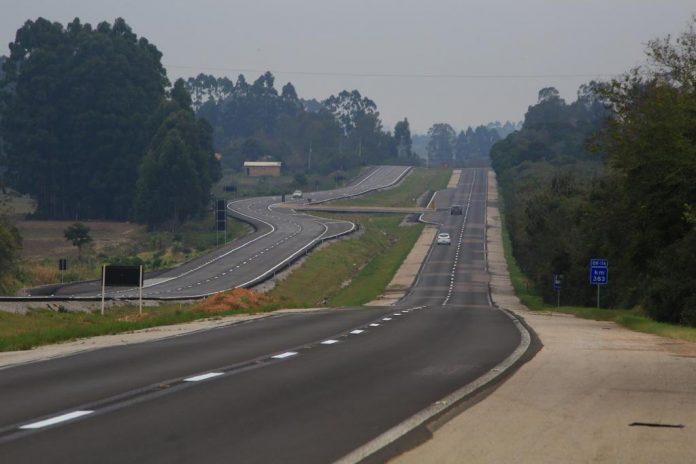 Nesta segunda-feira (12), foi realizada a cerimônia de liberação de três trechos duplicados da BR-116/RS. Dessa forma, 48 kms somando os três trechos.