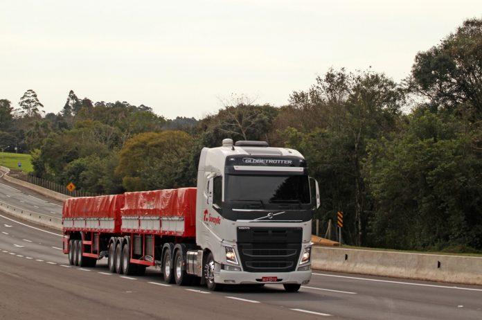 A Paradiso Giovanella, transportadora importante do segmento de aço e leite, adquiriu 129 caminhõesFH 540cv 6x4 da linha 2020 da Volvo.