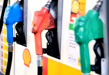 APetrobras informou nesta sexta-feira (28) que vai reduzir o preço do diesel em 5% e da gasolina em 4% nas refinarias a partir deste sábado (29).