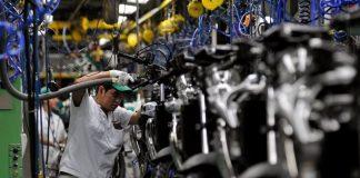 A produção industrial registou alta, na passagem de abril para maio, em 12 das 15 regiões pesquisadas peloInstituto Brasileiro de Geografia e