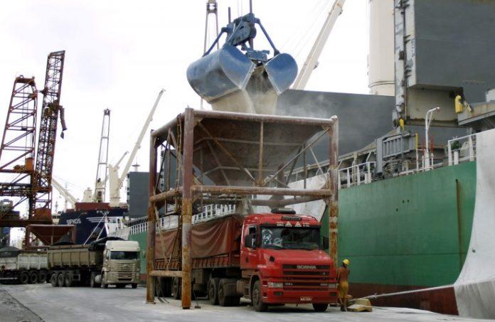 O Porto de Paranaguá vai ampliar as movimentações pelo Corredor Oeste de Exportação. Dessa forma, no próximo mês, um novo terminal se integrará