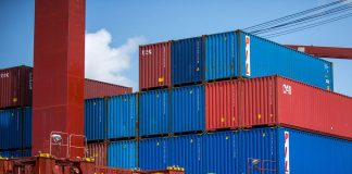 A balança comercial brasileira encerrou 2020 com superávit maior do que em 2019. No ano passado, o Brasil exportou US$ 50,995 bilhões a mais do que importou.