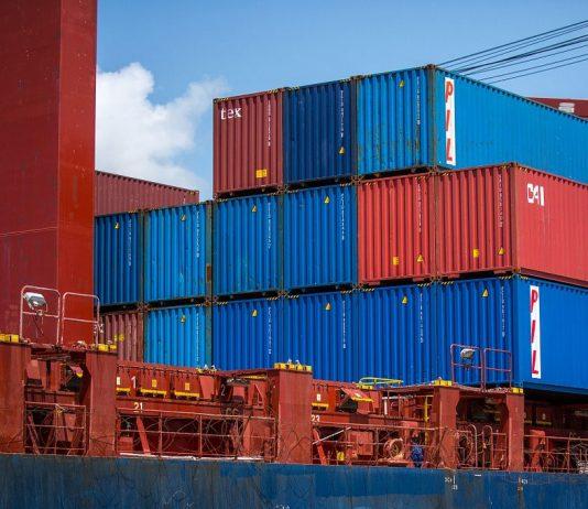 transporte nos portos subiu 5 vezes, de US$ 2 mil para US$ 10 mil por contêiner. O resultado é um problema global na demanda de contêineres.
