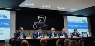 Governo e entidades privadas da indústria automotiva anunciaram nesta sexta-feira (20) a criação de um programa de investimento para fomentar