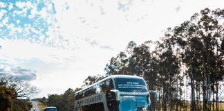A Guerino Seiscento, empresa de transporte rodoviário de passageiros, investiu na compra de dois ônibus Volvo B4220R 6x2.