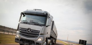 A Mercedes-Benz encerrou 2019 na liderança do mercado de caminhões. A montadora alemã terminou o ano com 29,6% de market share.