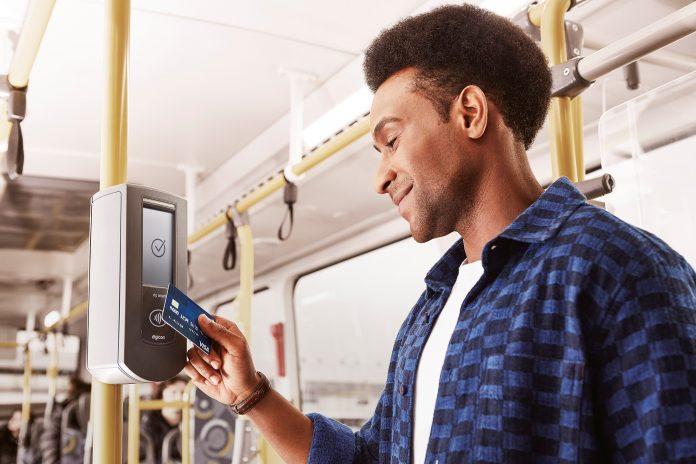 A partir de sábado, 14, será possível pagar a passagem de ônibus com a tecnologia de aproximação na cidade de São Paulo. A novidade incluirá cartões de débito