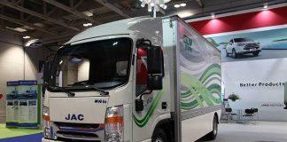 A JAC Motors lançou oficialmente o iET 1200, primeiro veículo comercial com propulsão 100% elétrica da marca no Brasil. O veículo, trazido da China,