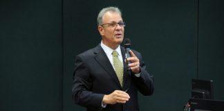 O Ministro de Minas e Energia, Bento Albuquerque, afirmou que apesar da reclamação dos caminhoneiros o preço do diesel está mais baixo. Além disso, Albuquerque