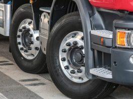 No próximo dia 16, segunda, será comemorado o dia nacional do caminhoneiro. Por isso, a Dunlop preparou um especial sobre como preservar o pneu de carga.