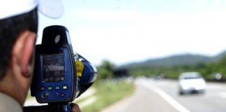 De acordo com dados daPRF (Polícia Rodoviária Federal), o número de multas e de mortes nas rodovias federais diminuiu. As informações são referentes