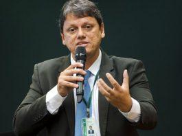 O governo federal está tentando construir saídas para a tabela de frete rodoviário. De acordo com o Ministro da Infraestrutura, Tarcísio Freitas