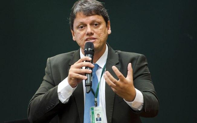 """O ministro Tarcísio de Freitas (Infraestrutura) afirmou que a tabela de frete""""gerou insegurança e afastou trabalho"""". De acordo com o executivo,"""